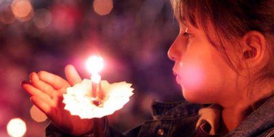 Puterea lumanarii de Inviere, pe intelesul ateilor - explicatia preotilor pentru cea mai sfanta dintre luminile lumii