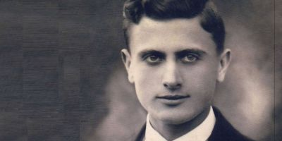 Arsenie Boca si dramele copilariei sale: parintii au divortat, a ramas orfan de tata, si-a vandut casa pentru scoala. A vrut sa fie aviator, dar era prea sarac