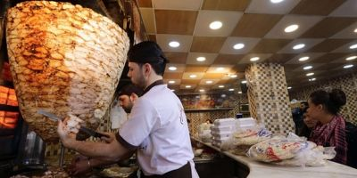 Regimul condus de Bashar al-Assad a introdus un impozit pe shaorma pentru a-si mentine economia pe linie de plutire