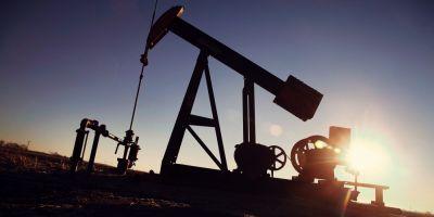 Pretul petrolului a coborat din nou la 27 de dolari pe baril, dupa ce Agentia Internationala pentru Energie a avertizat ca lumea este inundata cu titei