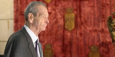 Regele Mihai e bolnav de cancer si se retrage din viata publica. Principesa Margareta preia atributiile regale