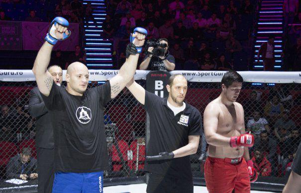 Un fost sergent US Air Force e arbitru de MMA in Romania