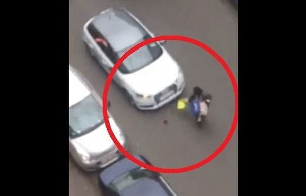 TEROARE in BRUXELLES. O femeie MUSULMANA a fost CALCATA intentionat cu MASINA de catre un activist de extrema dreapta in timpul unui PROTEST ANTI-ISLAM | VIDEO