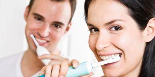 Periuta de dinti electrica sau clasica? Recomandarea stomatologilor: care este cea mai eficienta varianta