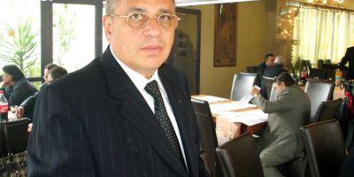 Cum il acopera Ministerul Educatiei pe Costel Ceocea, seful SIF Moldova, conferentiar universitar ilegal si