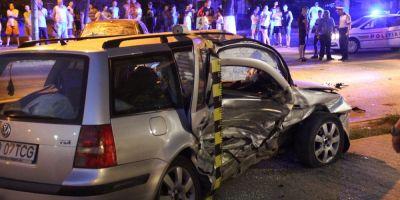 VIDEO Accident rutier in Hunedoara: masina aruncata pe trotuar din impactul violent a ranit o femeie