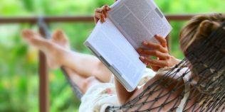 Top 10 carti de citit in vacanta de vara: recomandari pentru adulti si pentru adolescenti