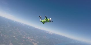 VIDEO Primul om care a sarit fara parasuta de la 7.600 de metri: a colaborat cu Felix Baumgartner