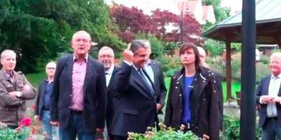 VIDEO Germania. Vicecancelarul Sigmar Gabriel le-a aratat degetul mijlociu unor activisti de extrema-dreapta