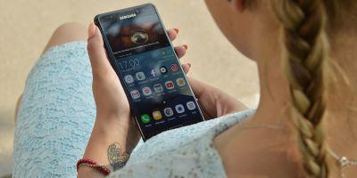 Samsung opreste vanzarile de Galaxy Note 7 din cauza bateriei care explodeaza