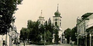 O biserica a rezistat incendiilor si cutremurelor, dar a fost distrusa de comunisti cu un tanc sovietic