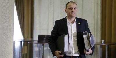 Fostul deputat Sebastian Ghita s-a prezentat la un sediu de Politie din Belgrad