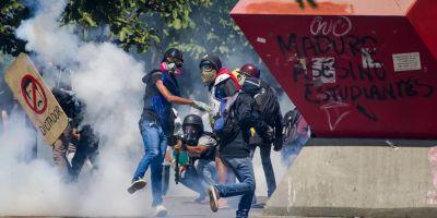 O persoana ucisa dupa ce trupele de la o baza aeriana din Venezuela au tras asupra protestatarilor