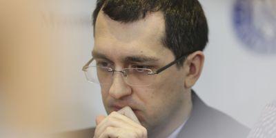 Fostul ministru Vlad Voiculescu ii lauda pe elevii de 10 din orasul natal si il critica pe premierul Mihai Tudose despre care