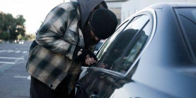O grupare de minori a terorizat taximetristii din Galati. Copiii, specializati pe furturi din masini, au spart 13 taxiuri