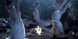 Ierburi magice in credinta populara romaneasca. Planta culeasa de fecioare cu parul despletit si dezbracate