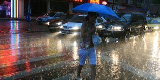 Alerta meteo: un ciclon periculos loveste Romania. Unde se anunta furtuni violente, ploi si grindina