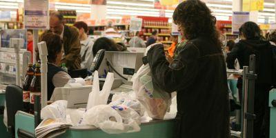 Proiectul de lege care prevede disparitia pungilor de plastic, votat de senatori in unanimitate. Calendarul disparitiei