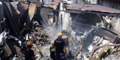 Cel putin zece morti in Filipine, dupa prabusirea unui avion de mici dimensiuni peste o casa de la periferia Manilei