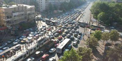 Bucuresti, tot mai sufocat de aglomeratie. Cum s-ar putea rezolva complicata problema a traficului din Capitala