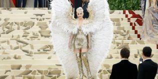 FOTO Aripi de doi metri si o rochie inspirata de Papa: cele mai spectaculoase tinute de la Met Gala 2018
